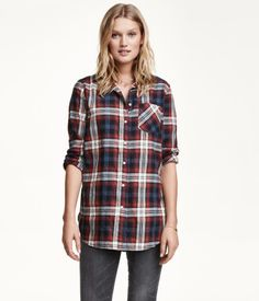 Long-sleeved shirt in soft cotton flannel in a slightly longer, loose-fitting…