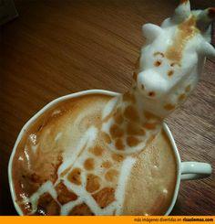 Jirafa hecha con latte art.