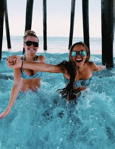 BFF Summer Fun all Summer with your best friend. Share with your besties! Photos Bff, Best Friend Photos, Best Friend Goals, Friend Pics, Bff Pics, Summer Pictures, Beach Pictures, Beach Pics, Beach Instagram Pictures