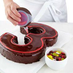 Forma silikonowa do ciasta trójka Celebrate Lekue. Zobacz więcej na mykitchen.pl