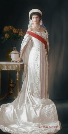 Grand Duchess Tatiana Nikolaevna Romanova of Russia in court dress, 1913 Anastasia Romanov, Tatiana Romanov, Alexandra Feodorovna, Court Dresses, Royal Dresses, Russian Fashion, Royal Fashion, Romanov Sisters, Imperial Russia