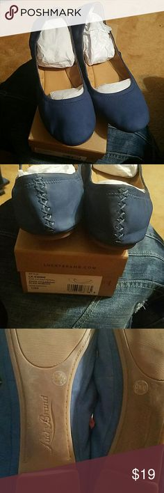 "Lucky Brand Dark Chambray ""Emmie"" Flats Sz.Wm.12 Lightweight Nubuck Leather Denim Blue Flats, w/cute & durable blue stitching throughout. Elasticized sides for the perfect fit!! Flexible Tan rubber sole & faux leather inside. *WORN 2X* Lucky Brand Shoes Flats & Loafers"