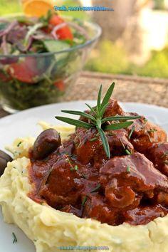 Stifado, görög marharagu Sweet Life, Good Food, Food And Drink, Baking, Ethnic Recipes, Finger, Dolce Vita, Bakken, Fingers