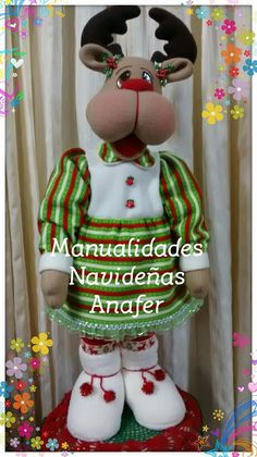 Renita Duquesa. Elaborada en tela polar y peluche antialérgico.  Medida: 85cm de alto. Precio por unidad: S/.100 soles Biscuit, Christmas Crafts, Christmas Ornaments, Diy Crafts, Dolls, Holiday Decor, Home Decor, Doll Houses, Mary