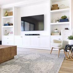 Family room design – Home Decor Interior Designs Built In Shelves Living Room, Living Room Wall Units, Cozy Living Rooms, Home Living Room, Living Room Designs, Living Room Decor, Tv Wall With Shelves, Built In Tv Wall Unit, Tv Built In