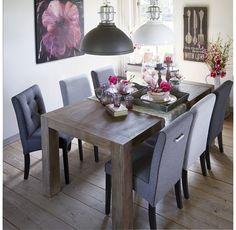 Eetkamertafel en verschillende kleuren stoelen, leuk! Fors Pronto wonen