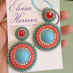 Instagram photo by @eloisaherrera_accesorios via ink361.com Bead Jewellery, Bead Earrings, Diy Jewelry, Handmade Jewelry, Embroidery Jewelry, Beaded Embroidery, Beadwork Designs, Beading Techniques, Craft Accessories