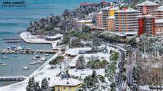 Ko sneg pobeli obalo Portoroža. // When snow covers the beaches of #Portoroz.  (Foto by @JakaIvancic)