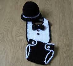 Cute Little Man Crochet set Crochet Baby Bibs, Crochet Baby Clothes, Crochet For Boys, Cute Crochet, Crochet Crafts, Baby Knitting, Crochet Projects, Knit Crochet, Crochet Outfits