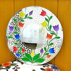 Four colors of wall hangings Bali mosaic mirror M round shape white floral design tulip [D.40cm]