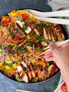 kycklingfileer med asiatiska smaker | Zofias Kök | Alltommat Food In French, Asian Recipes, Ethnic Recipes, Everyday Food, Food Network Recipes, Food Inspiration, Meal Prep, Cravings, Chicken Recipes
