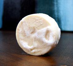 Ce sel et le beurre de sal rose savon recette maison contient un pourcentage élevé de conditionnement de la peau du beurre de sal et riche en minéraux sel de l'Himalaya rose qui aide à la désintoxication, la guérison et la peau nourrissante.