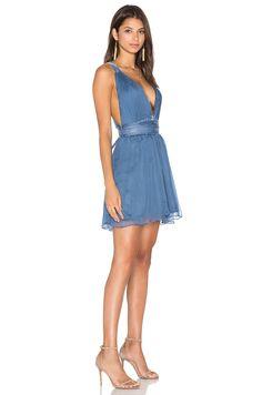 MAJORELLE April Dress в цвете Светло-голубой | REVOLVE