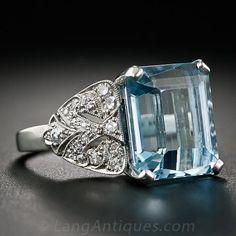 Art Deco Aquamarine and Diamond Ring in Platinum - - Lang Antiques Aquamarine Jewelry, Diamond Gemstone, Diamond Jewelry, Gemstone Jewelry, Expensive Jewelry, Art Nouveau Jewelry, Pretty Rings, Sweet Lorraine, Antique Jewelry
