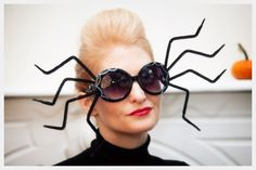 Need a quick Halloween costume? This Halloween Sunglasses DIY is simple to make with step by step instructions and photos to make these simple costumes. Halloween Designs, Diy Halloween Spider, Quick Halloween Costumes, Holidays Halloween, Diy Costumes, Halloween Crafts, Simple Costumes, Halloween Ideas, Halloween Party