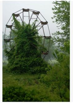 abandoned ferris wheel - north carolina.  i would LOVE to photograph this <3