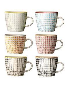 Schön gemustert, und möglichst alle Farben durcheinander: Die Kaffee Becher Carla, werden in sechs unterschiedlichen Farben mit unterschiedl...