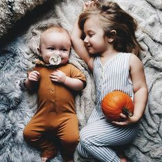 Cute Babies Photography, Sibling Photography, Kids Fashion Photography, Children Photography, Photography Photos, So Cute Baby, Fashion Kids, 90s Fashion, Korean Fashion