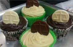 Justa encomenda! Cupcake grande de limão com mousse e de chocolate com brigadeiro branco! #MyCake #GleideCake #NataliaCake #DoSeuJeito #Encomende #Sabor #Deliciosos #EuQuero