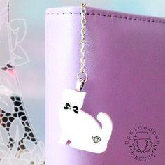 Romantico charm per la tua agenda realizzato in resina a forma gattino…