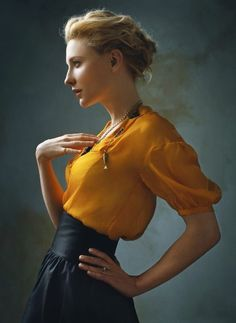 Cate Blanchett has probably never done or worn anything wrong in her life. (Cate Blanchett ~ Photo by Annie Leibovitz) Foto Portrait, Portrait Studio, Female Portrait, Poses Modelo, Norman Jean Roy, Poses Photo, Photo Tips, Mode Editorials, Fashion Editorials