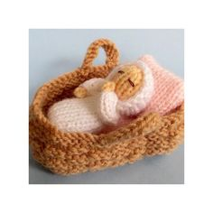 """Flutterby Patch: FREE PATTERN - Baby in a basket crib """"Baby in a basket crib - Free knitting pattern"""", """"Congratulations to the Duke and Duchess of Cambr Knitted Dolls Free, Knitted Doll Patterns, Christmas Knitting Patterns, Crochet Dolls, Baby Patterns, Knitting Patterns Free, Free Knitting, Crochet Baby, Crochet Patterns"""