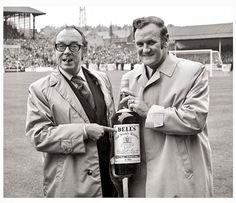 Don Revie is presented with the Bells manager of the month in September 1973 by Eric Morecambe. Football Odds, Leeds United Fc, Morecambe, Football Pictures, Funny People, World Cup, Liverpool, Pin Up, The Unit