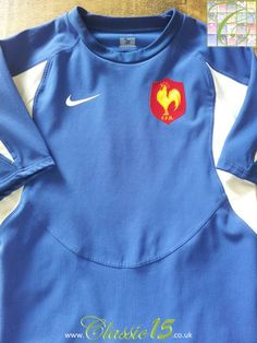 Relive France's 2005/2006 international season with this vintage Nike home player specification rugby shirt.