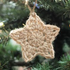 These simple Christmas crochet stars are a free pattern that makes a fun and easy holiday project! Crochet Star Patterns, Crochet Stars, Christmas Crochet Patterns, Holiday Crochet, Crochet Snowflakes, Crochet Gifts, Easy Crochet, Crochet Flowers, Flower Patterns