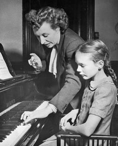 Julie Andrews and piano lessons :D