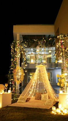 Let's jump to the list of off-beat Mehndi ceremony decoration ideas, that will lit up your decor in the best way, unique mehndi decor ideas Desi Wedding Decor, Luxury Wedding Decor, Wedding Stage Decorations, Marriage Decoration, Wedding Mandap, Fall Wedding, Indoor Wedding, Party Mode, Deco Table