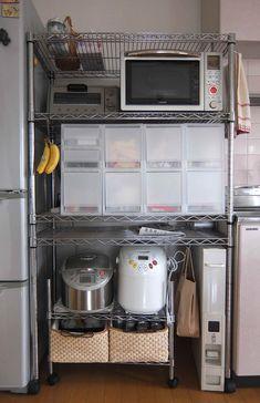 キッチンのお片づけ、地味な変化ではありますが 今までの不満を解消するために スチールラックと無印PPケース内も見直してみました。 スチールラック... Kitchen Storage, Kitchen Decor, French Door Refrigerator, Room Organization, Pantry, Oven, Dining Room, Kitchen Appliances, Shelves