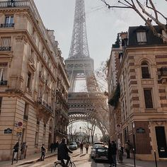 Top 8 ideas for photos in Paris Bonjour la France! Top 8 ideas for photos in Paris The best way to d City Aesthetic, Travel Aesthetic, Aesthetic Vintage, Aesthetic Green, Aesthetic Collage, Aesthetic Fashion, Paris Travel, France Travel, China Travel
