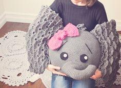 fil-yastik-1 Crochet Cushion Cover, Crochet Cushions, Crochet Pillow, Cushion Covers, Crochet Hats, Crochet Carpet, Diy Fashion, Crochet Patterns, Beanie