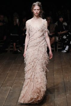 Alexander McQueen Spring 2016 Ready-to-Wear Collection Photos - Vogue