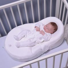 Cocoonababy is an ergonomic cocoon designed for use in the cot during baby's first months. Ideal for every sleepy moment, it evolves with your baby as they grow. The ergonomically shaped nest reassures baby and helps them adapt to their new surroundings. The baby nest includes an adjustable, removable wedge. Baby lies on their back in the cocoon in a natural, semi-foetal position. This helps them feel contained while conforming to medical recommendations that babies sleep on their backs.