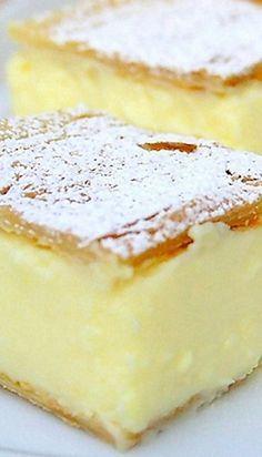 Vanilla slice - Krempita 2 sheets of puff pastry l / 6 cups milk 150 g / 5 ¼ oz corn starch 3 packets each) vanilla sugar 8 e. Party Desserts, Sweet Desserts, Just Desserts, Sweet Recipes, Delicious Desserts, Dessert Recipes, Yummy Food, Dessert Bread, Albanian Recipes