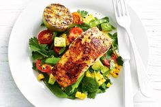 Piri piri fish with charred corn salad - Turn up the heat on the barbecue and enjoy this winning fish dinner, ready in just 30 minutes. Jalapeno Salsa, Piri Piri, Easy Healthy Dinners, Healthy Dinner Recipes, Quick Recipes, Savoury Recipes, Skinny Recipes, 500 Calorie Meals, Creamy Chicken Pasta