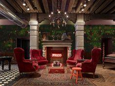 Em prédio antigo, um albergue cool Generator Venice tem arquitetura cheia de cores