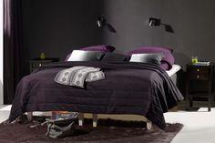 Kotimainen Eden 7 -runkosänky ja upean tumma makuuhuoneen sisustus! #finsoffat #sänky #runkosänky #makuuhuone #bed #bedroom Comforters, Beds, Blanket, Furniture, Home Decor, Creature Comforts, Quilts, Decoration Home, Room Decor