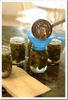 How to Can Jalapenos (because our two jalapeno plants are kickin out at least 6 a day! Canning Tips, Home Canning, Canning Recipes, Canning Peppers, Canning Food Preservation, Preserving Food, Canned Jalapenos, Layered Bean Dip, Canning Vegetables