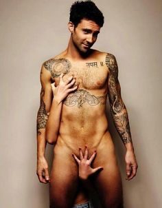 If i didnt love him enough...this picture had to surface! Damn Adam Lavine!