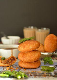 Easy to follow step by step recipe of Urad Dal Kachori. How to make khasta kachori, moong Dal ki kachori recipe, Rajasthani Urad dal ki Khasta Kachori