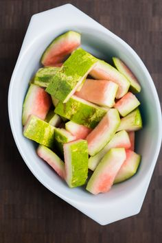 We eat watermelon a few times a year, and usually throw the rinds into the compost pile. I figure that's what most people do. But a while back I ran across the idea of pickling the rinds, and… Pickled Watermelon Rind, Watermelon Pickles, Watermelon Benefits, How To Grow Watermelon, Fruit Benefits, Watermelon Recipes, Koolaid Pickles, Keto Recipes, Cooking Recipes