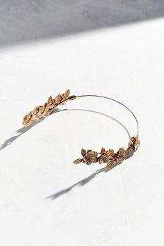 Pin for Later: 65 Accessoires Pour Cheveux Qui Ne Sont Pas des Couronnes de Fleurs  Urban Outfitters Bandeau Halo à fleurs doré (32€)
