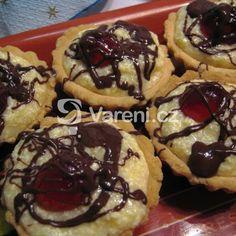 Výborný krém na slepování vánočního cukroví, který vydrží. Russian Recipes, Cake Decorating, Muffin, Baking, Breakfast, Bohemian, Cooking, Morning Coffee, Bakken