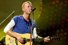 */ Chris Martin surprised residents of a homeless shelter with an impromptu George Michael tribute performance. Coldplay Tour, Chris Martin, Calvin Harris, Muhammad Ali, George Michael, Great Bands, Mtv, Lima, Drake