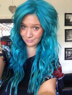 Kate is wearing MANIC PANIC® Atomic Turquoise hair dye!
