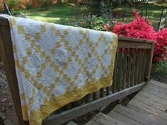 O'Quilts: Vintage 40's Yellow and White Irish Chain