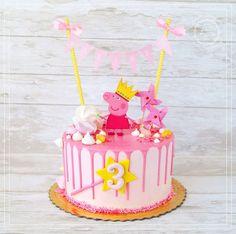 Birthday Cakes Girls Kids, 2nd Birthday Photos, Peppa Pig Birthday Cake, Cumple Peppa Pig, Little Girl Cakes, Pig Girl, Pig Party, Sweets Cake, Rainbow Birthday